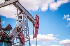 Olje- pump i fältet Royaltyfri Fotografi