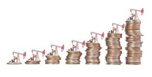 Olje- pump och bunt av mynt Arkivbild