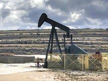 Olje- pumpa utrustning Ayoluengo oljafält burgos spain arkivbilder