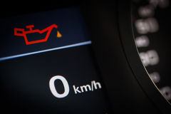 Olje- symbol i en bil arkivfoton