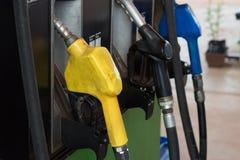 Olje- utmatare i gaspumpen Fotografering för Bildbyråer