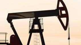 Oljefält med pumpstålar stock video