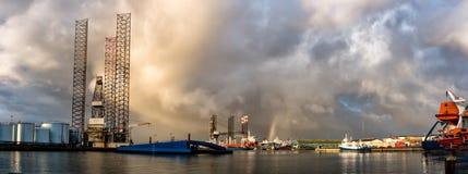 Oljeplattform i den Esbjerg hamnen, Danmark royaltyfria bilder