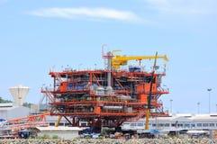 Oljeplattform på jordning, industriell energi Arkivbild