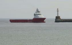 Oljeplattformtillförselskyttel Aberdeen Skottland UK Arkivfoto