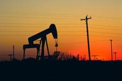 oljepumpersolnedgång texas Arkivbild