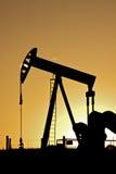 oljepumpjacksolnedgång Arkivbild