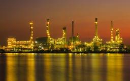 Oljeraffinaderi eller petrokemisk bransch Royaltyfria Bilder