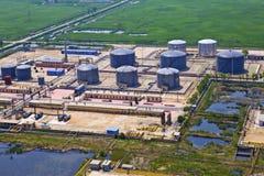 Oljeraffinaderibehållare Arkivfoto