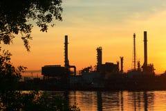 oljeraffinaderisoluppgång thailand Fotografering för Bildbyråer