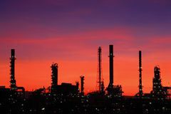 oljeraffinaderithailand skymning Arkivfoto