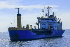 Oljetanker är i havet royaltyfria foton
