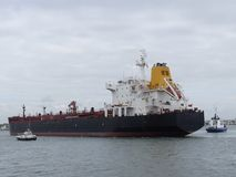 Oljetankerskepp i hamn Royaltyfri Foto