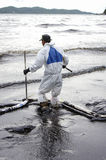 Oljeutsläpp på stranden för Ao Prao, Kho Samed ö. Royaltyfri Bild