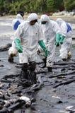 Oljeutsläpp på stranden för Ao Prao, Kho Samed ö. Royaltyfri Fotografi