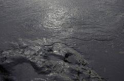 Oljeutsläpp på stranden för Ao Prao, Kho Samed ö. Arkivbilder