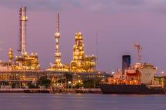 Oljor och oljeraffinaderi Fotografering för Bildbyråer