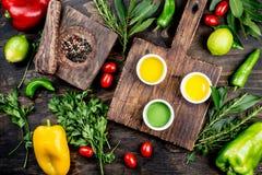 Oljor val för kryddaahdörter Pepprar nya örter för druva-, oliv- och havreoljor, citroner Top beskådar arkivfoton