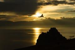 Olkhon ö på solnedgången. Arkivbilder