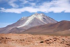 Ollague火山在阿塔卡马玻利维亚人沙漠 免版税库存图片