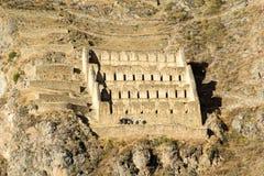 Ollantaytambo - de de oude vesting en stad van Inca de heuvels van de Heilige Vallei (Valle Sagrado) in de bergen van de Andes van Royalty-vrije Stock Foto