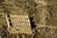 Ollantaytambo - de de oude vesting en stad van Inca de heuvels van de Heilige Vallei (Valle Sagrado) in de bergen van de Andes van Royalty-vrije Stock Foto's