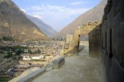 Ollantaytambo - porta tipica del Inca Fotografie Stock Libere da Diritti