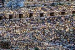 Ollantaytambo - vecchie fortezza e città di inca le colline della valle sacra (Valle Sagrado) nelle montagne delle Ande del Perù,  Fotografie Stock Libere da Diritti