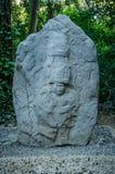 Olmec skulptur på La Venta parkerar royaltyfri fotografi
