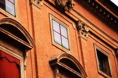 Ologna,意大利:都市建筑学在市中心 免版税库存图片