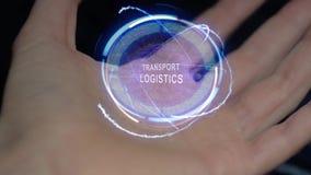 Ologramma del testo di logistica dei trasporti su una mano femminile video d archivio