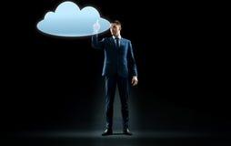Ologramma virtuale commovente della nuvola dell'uomo d'affari Immagini Stock