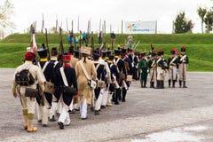 Olomouc捷克Rep 10月7日2017历史节日Olmutz 1813 前进与他们的步枪的拿破仑似的战士  免版税库存照片