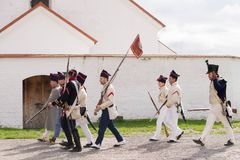 Olomouc捷克Rep 10月7日2017历史节日Olmutz 1813 拿破仑似的战士由一位好白天主教徒走 免版税图库摄影