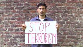Olomouc,捷克, 2017年6月15日:反对恐怖主义和恐怖,横幅中止恐怖主义的示范 股票视频