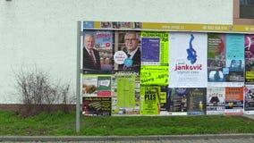 OLOMOUC,捷克, 2017年12月12日:广告牌、海报支持候选资格米洛什・泽曼和伊里Drahos 影视素材