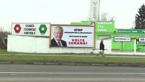 OLOMOUC,捷克, 2018年1月18日:支持米洛什・泽曼候选资格的广告牌直接选举的 股票录像
