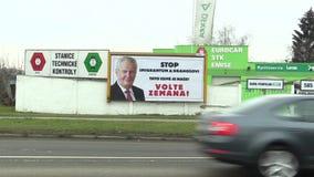 OLOMOUC,捷克, 2018年1月18日:支持米洛什・泽曼候选资格的广告牌直接选举的 影视素材