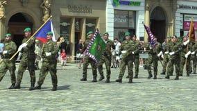 Olomouc, Δημοκρατία της Τσεχίας, στις 29 Ιουνίου 2018: Το στράτευμα ελίτ της Δημοκρατίας της Τσεχίας οπλίζεται είναι ερχόμενο τετ απόθεμα βίντεο