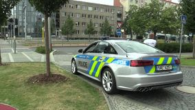 OLOMOUC, ΔΗΜΟΚΡΑΤΊΑ ΤΗΣ ΤΣΕΧΊΑΣ, ΣΤΙΣ 15 ΜΑΐΟΥ 2018: Περιπολικό της Αστυνομίας πολυτέλειας του Audi S6, αυτοκίνητα που χρησιμοποι απόθεμα βίντεο