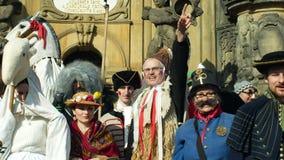 Olomouc, чехия, 29-ое февраля 2019: Столбец чумы наследия фестиваля маск торжества Masopust масленицы видеоматериал