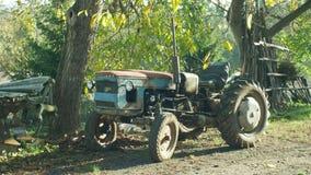 OLOMOUC, RÉPUBLIQUE TCHÈQUE, LE 21 AOÛT 2018 : La maison historique rigide a fait le tracteur, 60 années, agriculteurs dans le vi image libre de droits