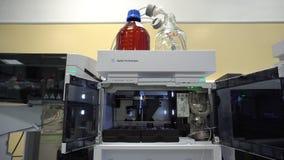 OLOMOUC, RÉPUBLIQUE TCHÈQUE, LE 3 OCTOBRE 2018 : Instrument scientifique pour la chromatographie semipreparative avec la masse