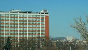 Olomouc, República Checa, o 29 de fevereiro de 2019: O arranha-céus administrativo do Bata de Zlin construiu em 1938 República Ch video estoque