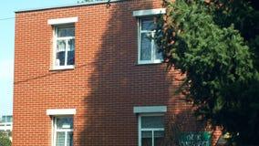 Olomouc, República Checa, o 29 de fevereiro de 2019: Casas do Bata da família do tijolo vermelho em Zlin, bulding typified, Morav filme