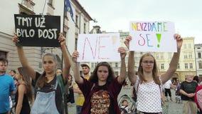 Olomouc, República Checa, o 15 de maio de 2018: A demonstração dos povos aglomera-se contra o primeiro ministro Andrej Babis e vídeos de arquivo