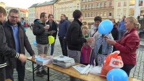 Olomouc, República Checa, o 2 de setembro de 2018: A reunião de pré-eleição do partido Democrática cívico do ODS no quadrado filme