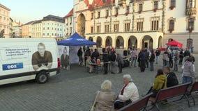 Olomouc, República Checa, o 2 de setembro de 2018: A reunião de pré-eleição do partido Democrática cívico do ODS no quadrado video estoque