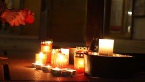 OLOMOUC, REPUBBLICA CECA, IL 16 GENNAIO 2019: Dimostrazione di studente di Jan Palach che brucia con il fuoco 50 anni di annivers archivi video