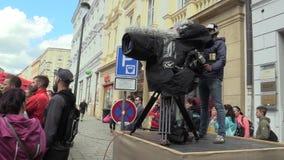 OLOMOUC, REPUBBLICA CECA, IL 23 GIUGNO 2018: La corsa di mezza maratona esegue Olomouc il nono, città della pista in parco un cin stock footage